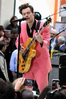 Pretty in Pink? Das klappt auch bei Männern. Zumindest, wenn man Harry Styles heißt.