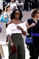 22. Mai 2017   Im sommerlichen, schulterfreien Top unterwegs: Michelle Obama wirkt herrlich entspannt während des Trips durch Siena.