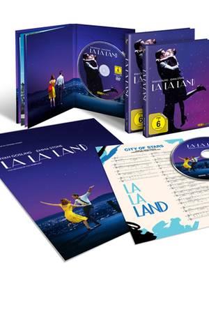 """Oscarverdächtige Filmabende gibt es ab sofort auf der heimischen Couch. Im exklusiven Boxset schaut sich """"La La Land"""", der Kinohit 2017, noch viel besser. Blu-ray ab ca. 16 Euro"""