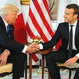 25. Mai 2017  Donald Trump gibt Frankreichs frisch gewähltem Präsidenten Emmanuel Macron die Hand.