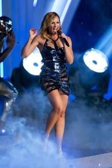 """Uhlala, Frau Fischer! Beim Finale von """"Germany's Next Topmodel"""" in Oberhausen zog Helene in diesem sexy Minikleid mit Cut-Out-Details alle Blicke auf sich."""