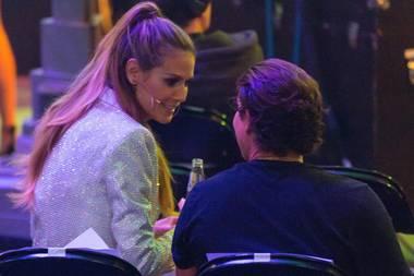 25. Mai 2017  Beim GNTM-Finale stärkt Vito Schnabel seiner Heidi den Rücken: Er sitzt hinter ihr im Zuschauerraum und verfolgt von dort die ganze Show. Diese kurze Distanz nutzt die Model-Mama in der Pause aus und huscht schnell zu ihm.