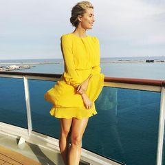 """Zwei Sonnenscheine auf einem Bild: Lena genießt ihre Zeit an Bord der """"Aida perla"""". Als Taufpatin ist sie natürlich dabei, als das Schiff seinen ersten europäischen Hafen Zypern ansteuert."""