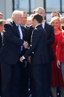 25. Mai 2017  Gute Laune und Shaking Hands gibt es bereits einen Tag zuvor in Brüssel.