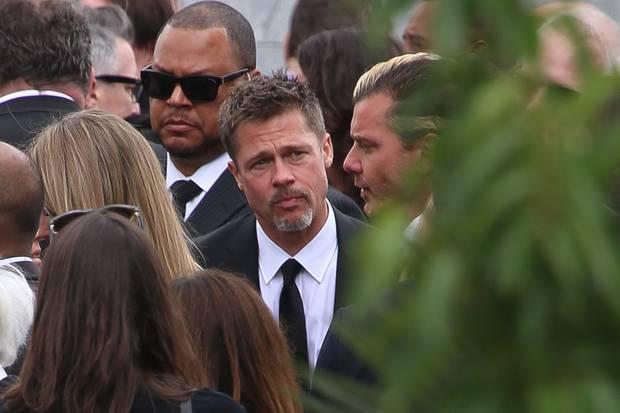 Traurig: Brad Pitt im Gespräch mit Gavin Rossdale auf der Beisetzung von Chris Cornell.