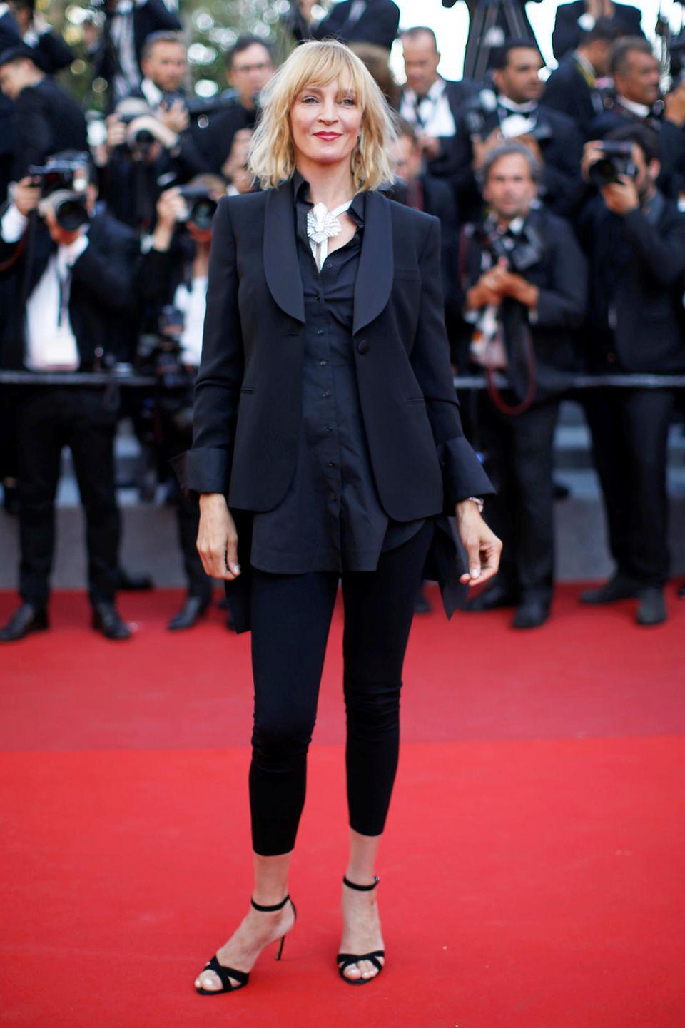 Schluss mit den Abendroben: Uma Thurman zeigt sich im lässigen Anzug-Look.