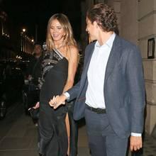 ... Und auch Vito scheint ganz offensichtlich sehr begeistert beim Anblick seiner hübschen Freundin im sexy Dress. Da hat Heidi ja wieder alles richtig gemacht.