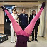 1. Tag  Prinzessin Mary und Prinz Daniel bekommen einiges geboten: Akrobatik und modernes Design.