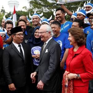 24. Mai 2017  Schwedens Königspaar ist auf Staatsbesuch in Indonesien. Ein Abstecher zu einem lokalen Fußballclub, der sich Wikinger nennt, gehört für König Carl Gustaf und Königin Silvia mit zum Programm.