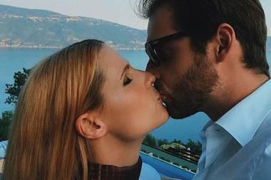 """29. Mai 2017  Auf Instagram nimmt Michelle Hunziker an einer Kuss-Challenge teil und zeigt, wie sehr sie ihren Tomaso liebt. Doch damit nicht genug: Sie nominiert ebenfalls ihre Tochter Aurora, sodass noch mehr """"Hunzi-Liebe"""" im Netz zu finden ist."""