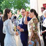 1. Tag  Ein sonniger Abend in Schweden neigt sich dem Ende zu. Prinzessin Victoria, Prinz Daniel und Prinzessin Mary unterhalten sich vor dem Dinner.