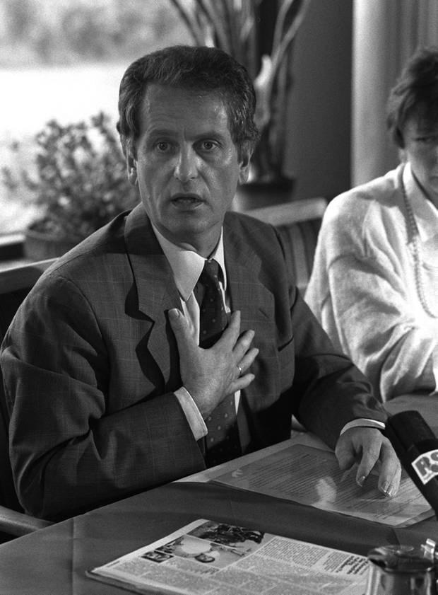 """Uwe Barschel (†) starb unter rätselhaften Umständen am 11. Oktober 1987 im """"Beau Rivage""""."""