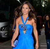 Blau, blau, blau sind alle meine Kleider! Als Gast bei einer festlichen Abendgala trägt Pippa Middleton 2015 ein auffälliges Partykleid im Vokuhila-Schnitt.