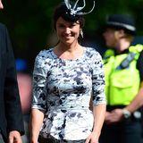 Das florale Kleid mit kleinem Schößchen macht Pippa Middletons Ruf als perfekt gekleideter Hochzeitsgast alle Ehre.
