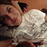 DSDS-Teilnehmerin Lisa Wohlgemuth möchte am liebsten die ganze Welt an ihrem Babyglück teilhaben lassen. Beim kuscheligen Stillen von Söhnchen Ted darf deshalb ein öffentlicher Schnappschuss nicht fehlen.