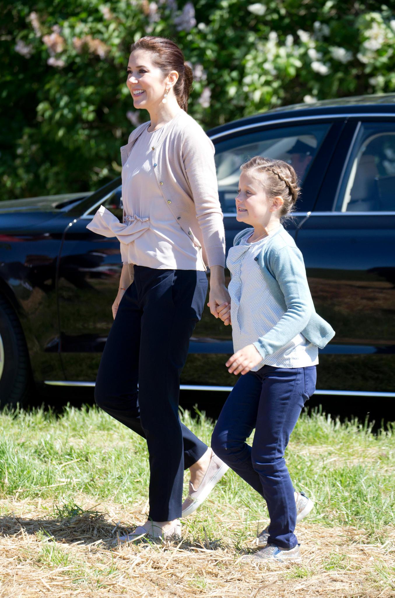 Prinzessin Mary und Prinzessin Isabella flüchten gern ins Grüne.
