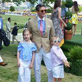 Der Style liegt einfach in der Familie! Neil Patrick Harris' Mann David Burtka zeigt sich mit Tochter Harper und Sohn Gideon im perfekten, sommerlichen Ausflugs-Look.
