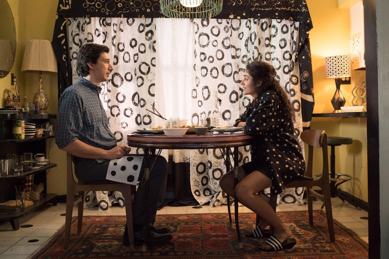 Paterson (Adam Driver) und seine Frau Laura (Golshifteh Farahani) sind unterschiedlich wie Tag und Nacht.