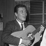 """4. Juni 2017: Roger Smith (84 Jahre)  Er war einer der ersten großen TV-Stars und Teenie-Idole der USA """"77 Sunset Strip"""". Nun ist der Schauspieler, Filmproduzent, Manager und Ehemann von Hollywood-Star Ann-Margret Smith im Alter von 84 Jahren verstorben."""