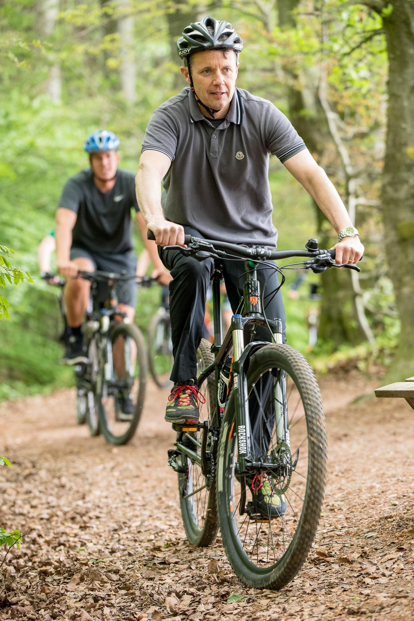 Sportlich, sportlich, Prinz Frederik: Auf dem Mountainbike macht der Däne eine gute Figur.
