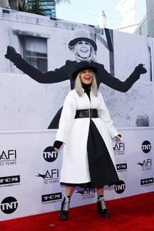 Hollywood-Star Diane Keaton wird mit dem Life Achievement Award des American Film Institute ausgezeichnet und präsentiert sich und ihren einzigartigen Look bestens gelaunt auf dem roten Teppich vor dem Dolby Theatre in L.A.