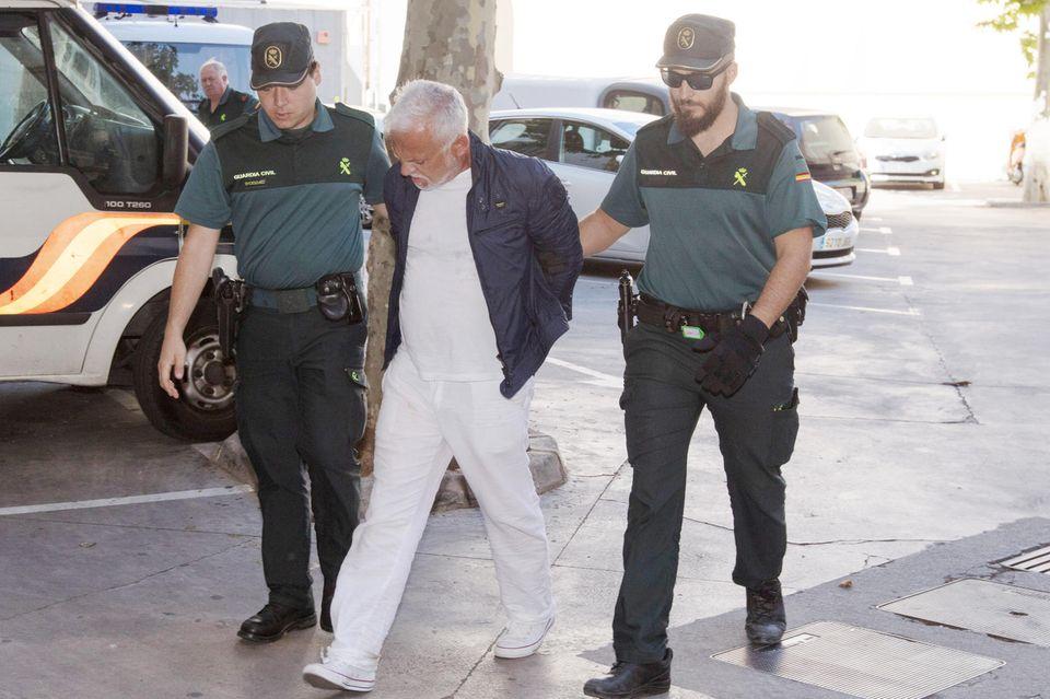 Nino de Angelo wird auf Mallorca von der spanischen Polizei abgeführt.