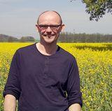 Imker Andreas (46) aus dem Spreewald in Brandenburg betreibt im Nebenerwerb eine Imkerei.