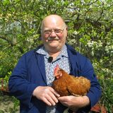 Landwirt Günter (66) aus dem Thüringer Wald kümmert sich als Hobbybauer um 6 ha Grün- und Ackerland, 3ha Forst und zehn Hühner.