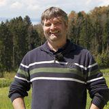 Milchviehhalter Klaus Jürgen (44) vom Bodensee in Bayern hat neben seinem Milchviehbetrieb auch eine Schnapsbrennerei und betreibt Obstanbau.