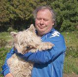 Der einsame Hobbybauer Reinhold (58) aus der Magdeburger Börde, Sachsen-Anhalt, betreibt eine Arche-Tierversorgung mit zehn Hühnern, sechs Kaninchen, fünf Lachshühnern, vier Gänsen, neun Enten und einem Hund.