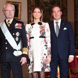 Neben ihrem Vater König Carl Gustaf und ihrem Mann Chris sticht Prinzessin Madeleine beim Empfang des kanadischen Generalgouverneurs im eleganten, floralen Dress besonders heraus.