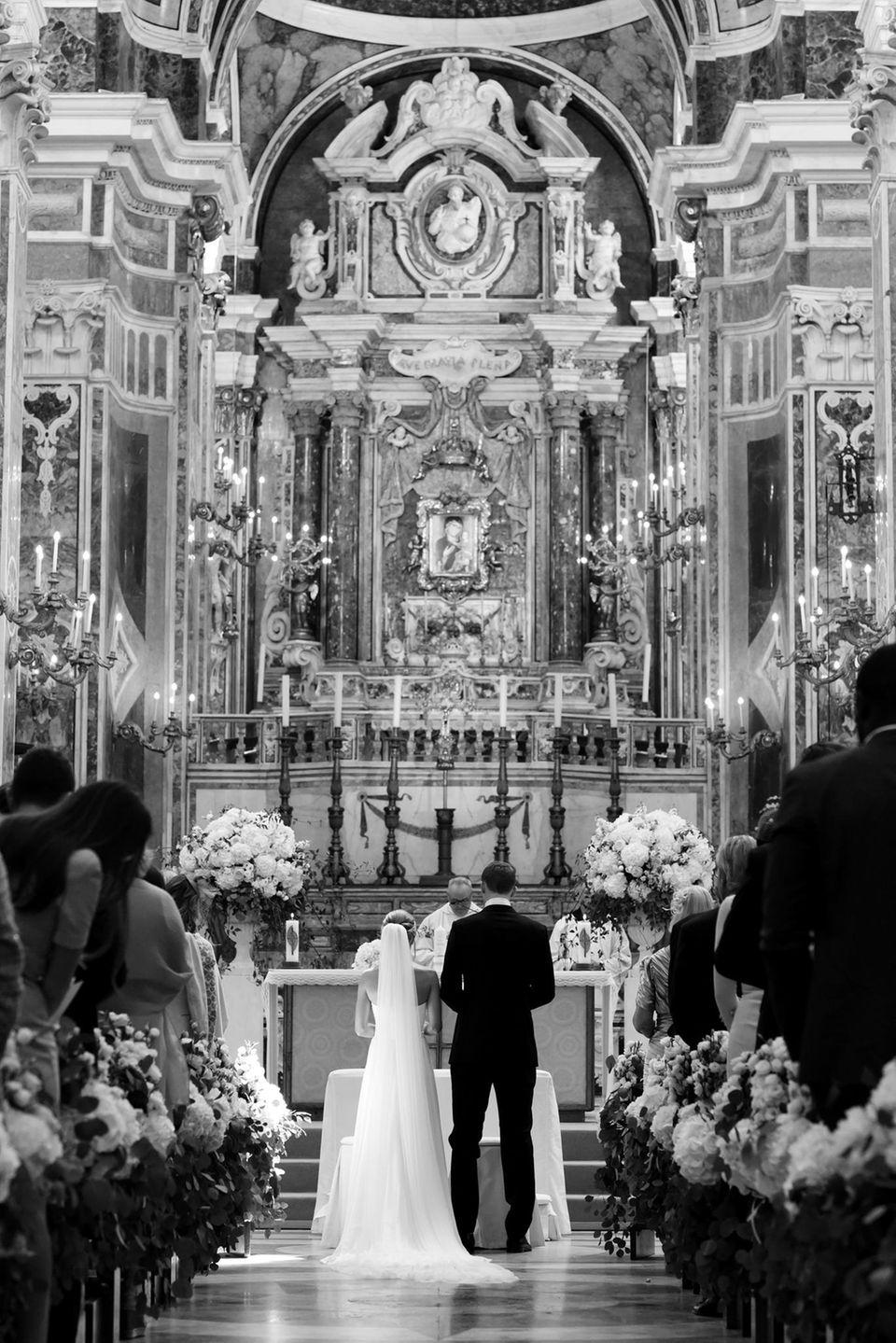 """In einer traumhaft schönen Kirche im italienischen Monopoli geben sich Manuel Neuer und Nina Weiss am 09. Juni 2017 das Jawort.   In der Kathedrale """"Madonna della Madia"""" hat übrigens auch schon Matt Damon geheiratet."""