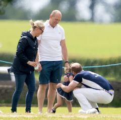 Eigentlich soll heute Prinz William beim Polospielen im Mittelpunkt stehen. Doch schnell wird klar, dass Mia Grace Tindall und ihre Eltern Zara Phillips und Mike Tindall allen Spielern die Show stehlen.