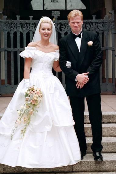 1999: Oliver Kahn und Simone Belz  Kahn heiratet seine langjährige Freundin Simone Belz. Mit ihr hat er eine Tochter (1998) und einen Sohn (2003). Von 2003 bis 2008 folgte eine Liaison mit der späteren Moderatorin Verena Kerth. 2008 kehrte Kahn in die Ehe zurück, 2009 teilte er die Trennung mit. Am 8. Juli 2011 heiratete er das Model Svenja Kögel, mit der er einen Sohn (2011) und eine Tochter (2016) hat.