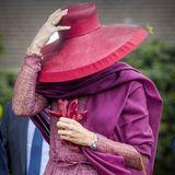 Zugegeben, dieser Style deutet einen Royal an; aber wer versteckt sich denn nun unter diesem pompösen Hut?