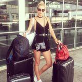 Wie jede andere normale Frau reist auch Lena Gercke gerne einmal mit viel Gepäck. Wir können das absolut verstehen. Für drei Tage braucht man nun einmal mindestens zehn paar Schuhe.
