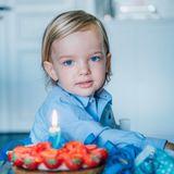 15. Juni 2017  Herausgeputzt für seinen zweiten Geburtstag zeigt sich Prinz Nicolas in einem schicken blauem Hemd.