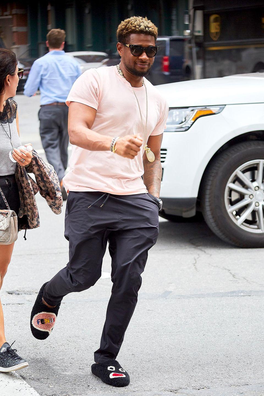 14. Juni 2017  Im bequemen Schlabberlook ist Usher unterwegs auf den Straßen von New York. Für ein Schmunzeln bei den aufmerksamsten Passanten haben wohl seine lustigen Hausschuhe gesorgt.