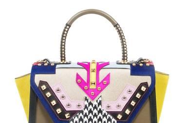 Mega-Mix: Sie können sich bei Taschen in Sachen Style immer so schwer entscheiden? Bei diesem Modell entfällt das Problem, denn die It-Bag von Hidesins bietet alles auf einmal. Eine bunte Fashion- Wunderwaffe, die zu den unterschiedlichsten Looks passt. (ca. 490 Euro, hidesins.it)
