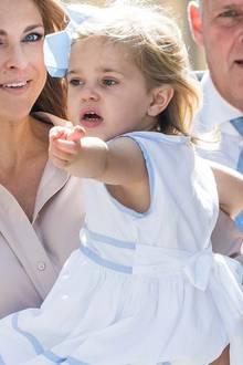Prinzessin Madeleine und Prinzessin Leonore  Mit anderthalb Jahren ist Prinzessin Madeleine ein entzückender royaler Spross. Vergleicht man ihre Kinderfotos mit heutigen Bildern der schwedischen Königsfamilie wird schnell klar: Ihre Tochter Leonore kommt voll und ganz nach ihr.
