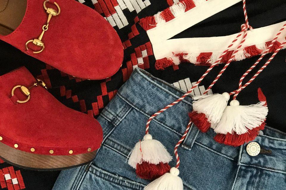 Eine tolle Kombination für Alt und Jung: Die bestickte Bluse wir zu Jeans und extravaganten Schuhen gestylt.