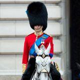 Prinz William hat hingegen überhaupt nicht die Wahl: Er nimmt wie in jedem Jahr in seiner Uniform an dem Event teil.
