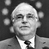 16. Juni 2017: Helmut Kohl (87 Jahre)  Helmut Kohl prägte wie kaum ein anderer die deutsche Politik-Landschaft. Er ging als Einheitskanzler in die Geschichte ein und war mit 4 Legislaturperioden und 16 Jahren Amtszeit der bisher am längsten amtierende Kanzler überhaupt. Er starb in seinem Haus in Ludwigshafen am Rhein.