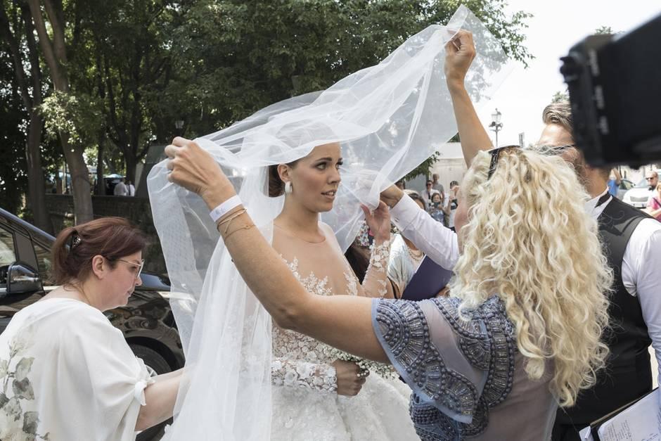 Strahlende Braut: So schön ist das Hochzeitskleid von Victoria Swarovski