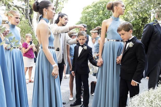 Die Brautjungfern alle in Hellblau.