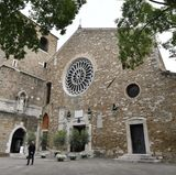 Ein wahrer Traum für eine kirchliche Hochzeit: Victoria Swarovski heiratet in dieser wundervollen, historischen Kirche.