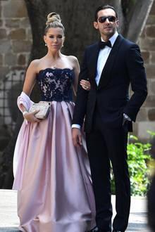 Unter den Zahlreichen Gästen ist auch Model und Moderatorin Sylvie Meis. In ihrem eleganten Kleid steht sie an der Seite ihres Verlobten Charbel Aouad.