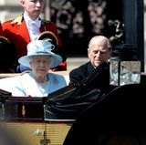 Die Queen, das Geburtstagskind höchstpersönlich und Ehemann Prinz Philip in der Kutsche.