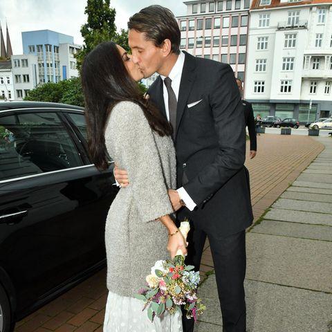Lilli Hollunder und René Adler nach ihrer standesamtlichen Trauung im Oktober 2016.