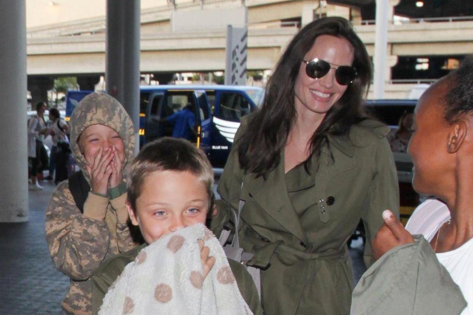 Knox + Shiloh + Zahara Jolie-Pitt, Angelina Jolie
